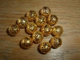 Mooie goudkleurige opengewerkte kralen van 6 mm.