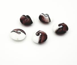 Mooie wit met paars gebolde ronde kralen 20 mm.