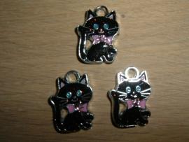 Mooi hangertjes van een zittend zwart poesje met roze strikje