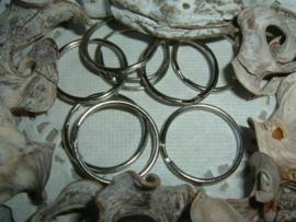 Mooie antiek zilverkleurige sleutelringen van 30 mm.