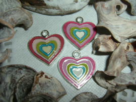 Leuke hangertjes/bedeltjes in de vorm van een roze hartje