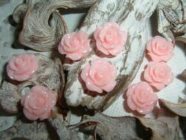Mooie glanzende zachtroze roosjes