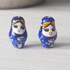 Mooie donker blauwe matroesjkä`s 22 x 13 mm.