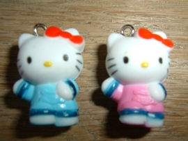Superleuke Hello Kitty in lichtblauwe of roze kleding