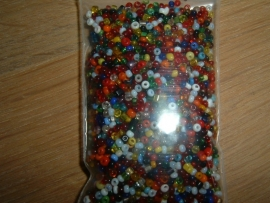 50 Gram mooie kleine gekleurde glaskraaltjes