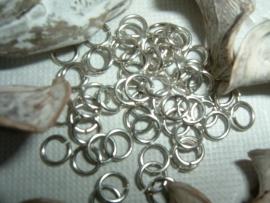 50 Stuks mooie antiek zilverkleurige ringetjes (nikkelvrij) 5.5 mm.
