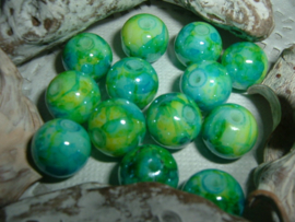 25 Stuks mooie gemêleerde helder groen/blauwe glaskralen  10 mm.