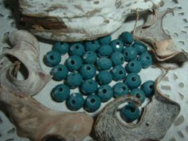 25 Stuks mooie Top Facet kralen in zeegroen van 6 x 4 mm.