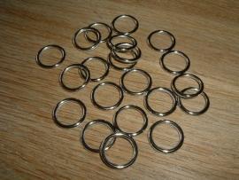 10 Grote metal look zilverkleurige ringetjes van 15 mm.
