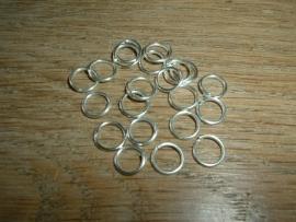 100 Stuks mooie silverplated ringetjes van 8 mm.
