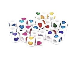 Mooie kralen met een hartje in de vorm van een blokje
