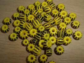Kleine handelskraaltjes in geel met zwarte streepjes