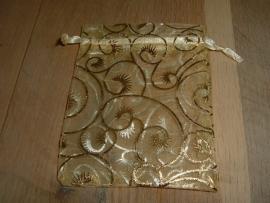 Mooie goudkleurige organza zakjes met opdruk 10 x 7,5 cm.