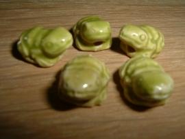 Mooie limegroene keramieke kralen in de vorm van een kikkertje