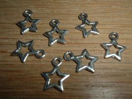 Mooie zilverkleurige hangertjes in de vorm van een sterretje 12 mm.
