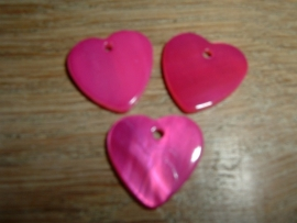 Mooie hangertjes in de vorm van een fuchsia hartje