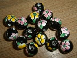Mooie zwarte kralen met bloem 12 mm.