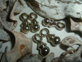 Leuke zilverkleurige hangertjes/bedeltjes van een speentje