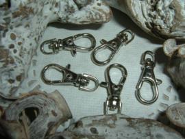 Mooie antiek zilverkleurige sleutelhangers van 23 mm.