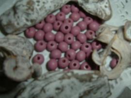 Mooie violet roze houten kraaltjes van 6 mm.