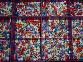 Mooie  gekleurde letterkralen