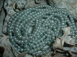 50 Stuks mooie zilvergrijze glaspareltjes 4 mm.