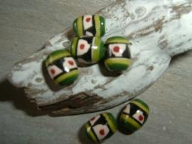 Mooie kleine keramieke indianenkralen in de vorm van een tonnetje 7 mm.