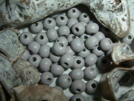 Mooie grijze houten kraaltjes van 6 mm.