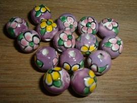 Mooie paarse kralen met bloem 12 mm.
