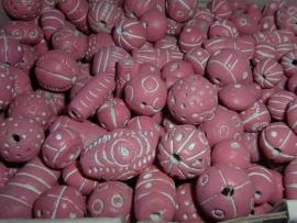 100 gram mooie roze met witte kleikralen mix