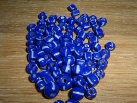 Kleine handelskraaltjes in blauw met witte streepjes