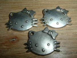 Mooie antique zilverkleurige hangertjes van Hello Kitty