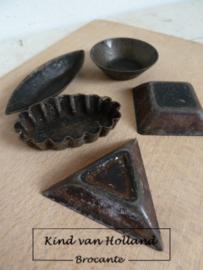 Setje  van 5 oude bonbon-vormpjes *