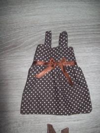 bruin kleedje met stipjes