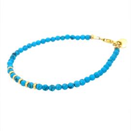 Turquoise armband met gouden kraaltjes