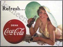 metalen ansichtkaart Coca Cola dame met hoed 15-21 cm