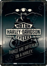 Metalen ansichtkaart Harley Davidson Things are different 10-14 cm