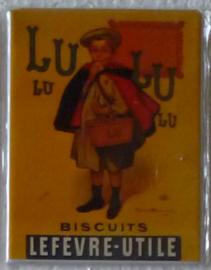 metalen koelkastmagneet LU biscuits jongentje 8 bij 6 cm.