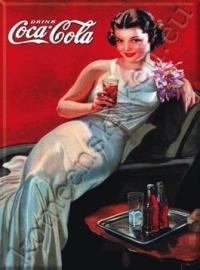 metalen ansichtkaart Coca Cola dame in avondjurk 15-21 cm