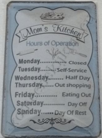 metal wall sign mom´s kitchen, hours of operations 20-30 cm