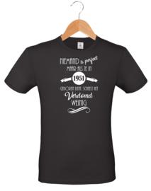 T-shirt - zwart - Unisex - Niemand is perfect - geboortejaar
