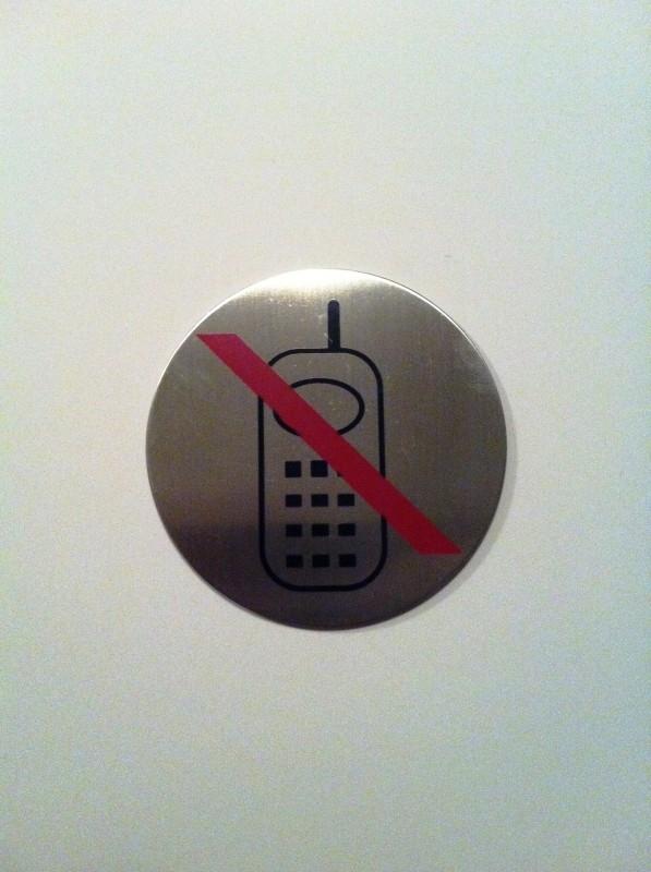 Geborsteld RVS Artnr.034 telefoon verbod