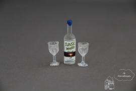 Sterke drank met twee gevulde glazen