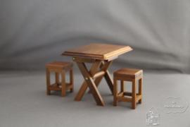 Tafel met 2 krukken