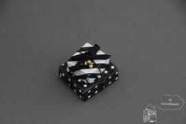 Twee zwart/ wit cadeaus