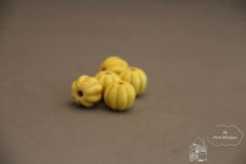 Pompoen kraal geel