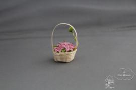 Roze lelie in mand