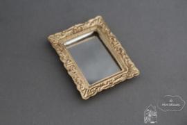 Spiegel met gouden lijst
