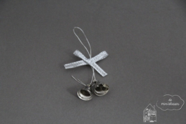 Twee zilveren klokjes