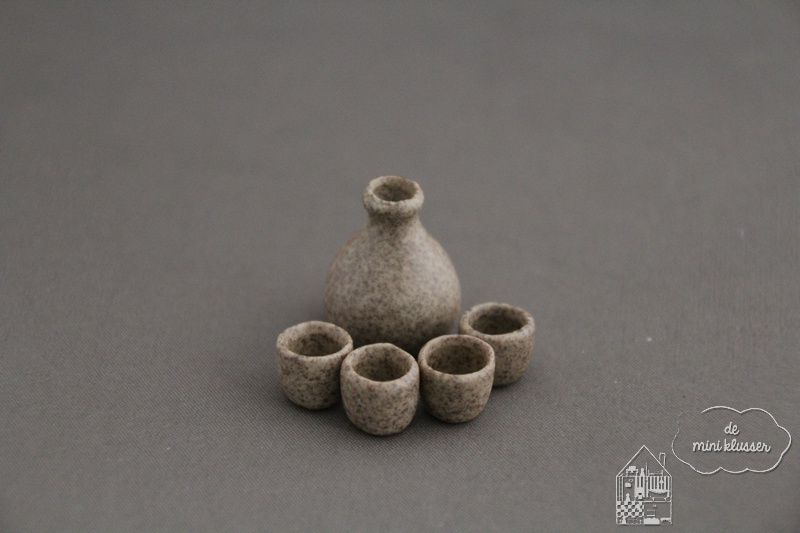 """Kan met mokken """"stoneware"""""""